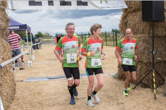 Sport Treff Bloemen hat die Teilnehmer bei BIC CHALLNGE mit Lauf und Rad Trikot  Ausgerüstet